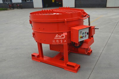 Pan mixer for refractory castable
