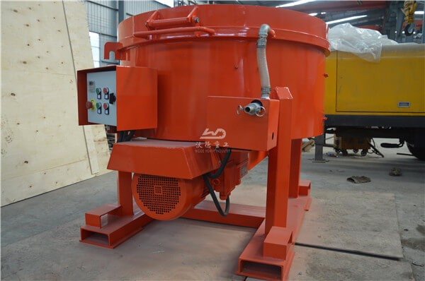 Castable refractory pan mixer for site use