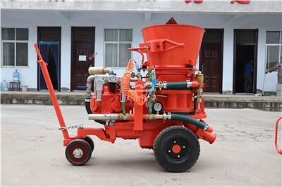 Refractory gunite machine for refractory installation