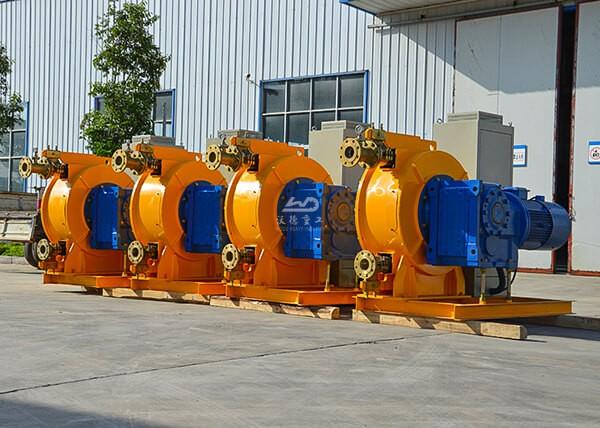 Hose squeeze pump for pumping water plus sediment