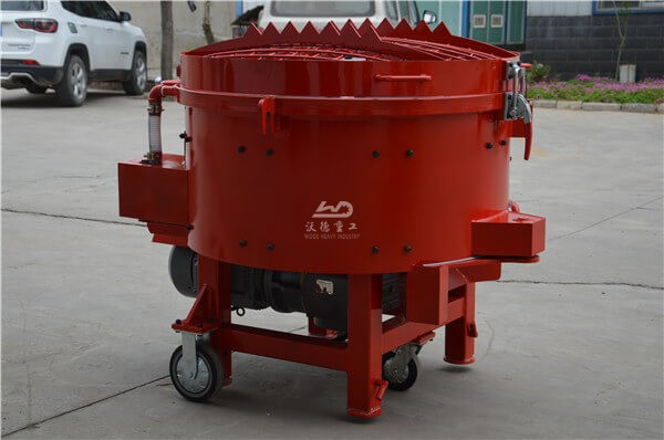 Pan mixer for refractory castable with mobile wheels