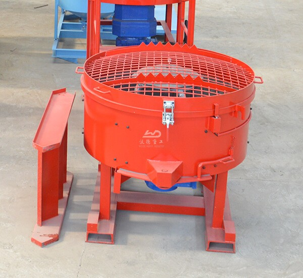 Refractory pan machine for mixing refractory cement
