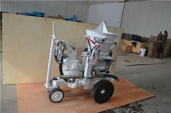 Air motor gunning machine for refractory installation